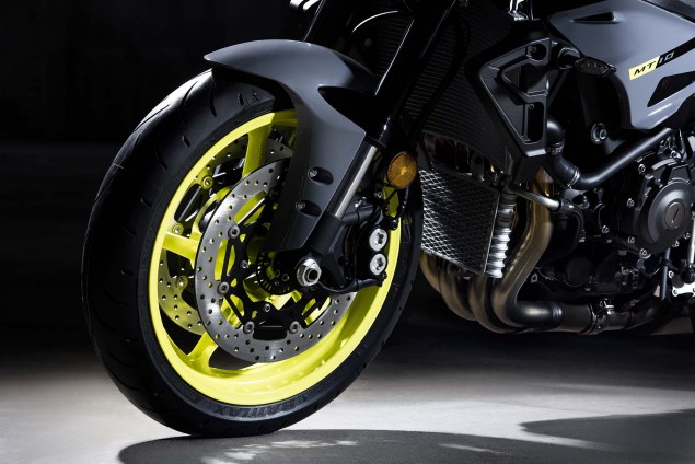 2016-Yamaha-MT-10-details-07