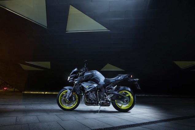 2016-Yamaha-MT-10-static-03