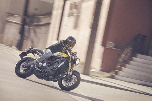 2016-Yamaha-XSR900-action-03