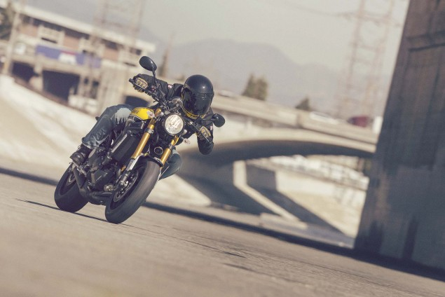 2016-Yamaha-XSR900-action-05