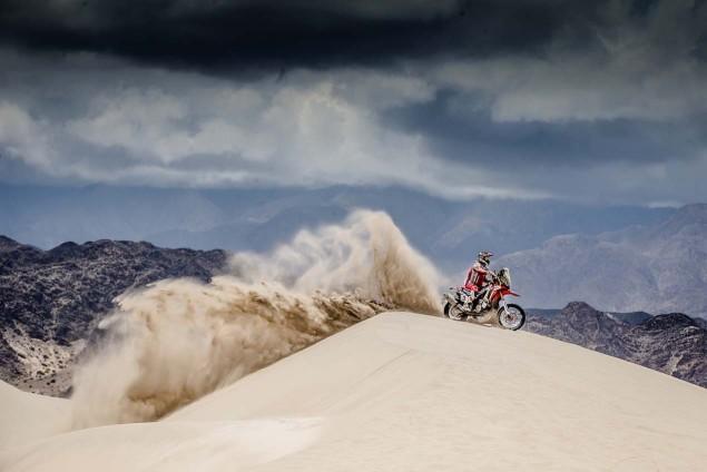 2016-Dakar-Rally-Stage-11-HRC-01