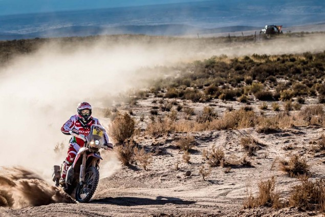 2016-Dakar-Rally-Stage-5-HRC-17