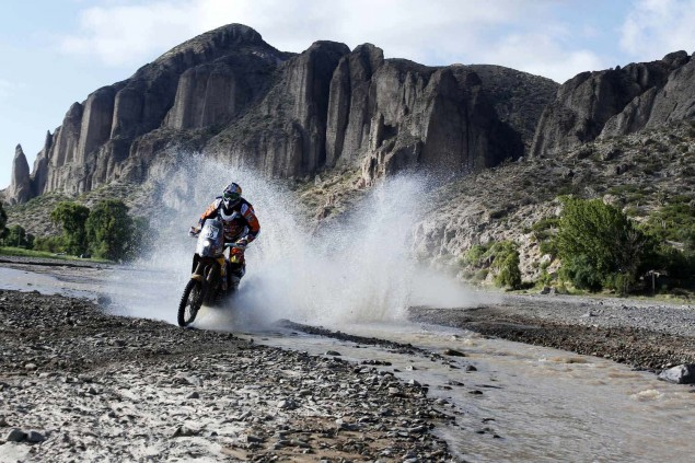 2016-Dakar-Rally-Stage-5-KTM-05