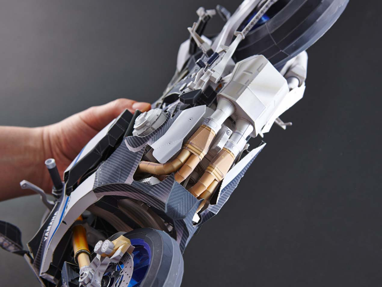 Make a Scale Model of the Yamaha YZF-R1M, Out of Paper - Asphalt & Rubber