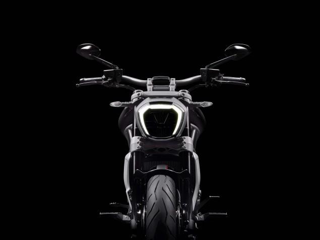 Ducati-XDiavel-S-San-Diego-studio-action-39