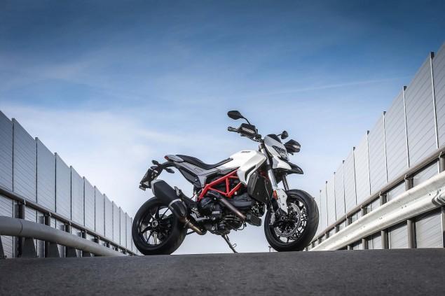 2016-Ducati-Hypermotard-939-29