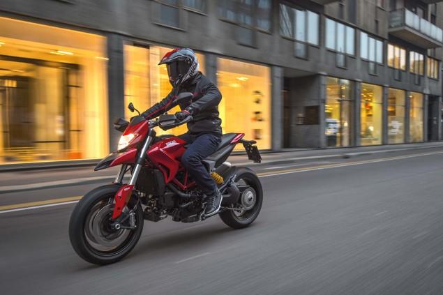 2016-Ducati-Hypermotard-939-36