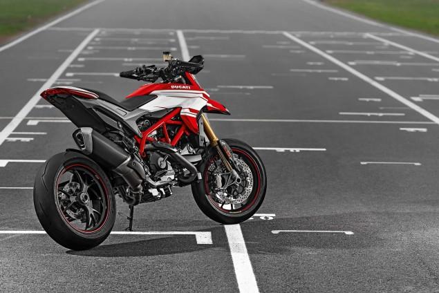 2016-Ducati-Hypermotard-939-SP-15