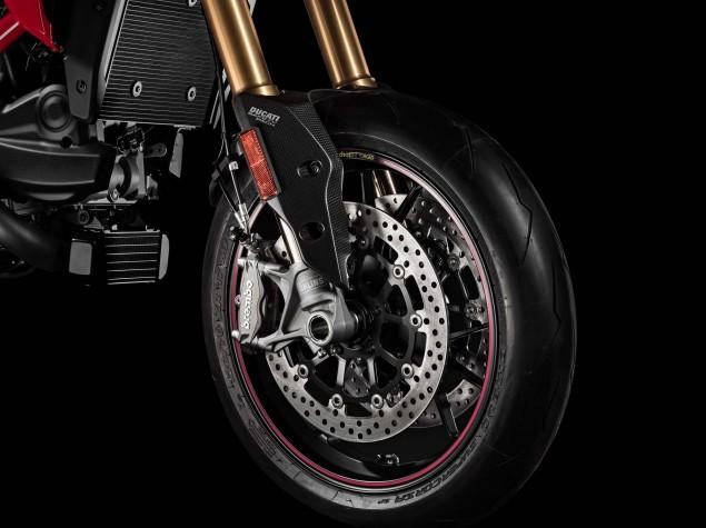 2016-Ducati-Hypermotard-939-SP-18