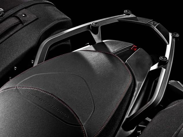 2016-Ducati-Hyperstrada-939-10