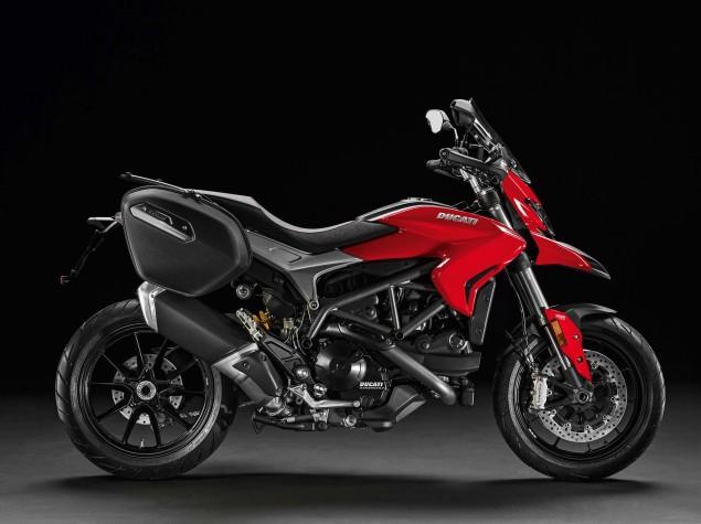 2016-Ducati-Hyperstrada-939-14