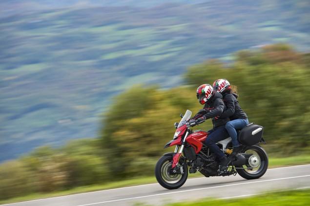 2016-Ducati-Hyperstrada-939-18