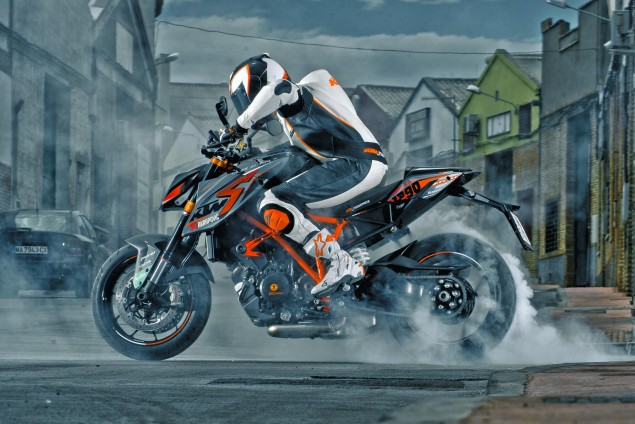 ktm-1290-super-duke-r-burnout