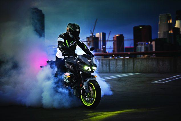 2017-Yamaha-FZ-10-USA-22