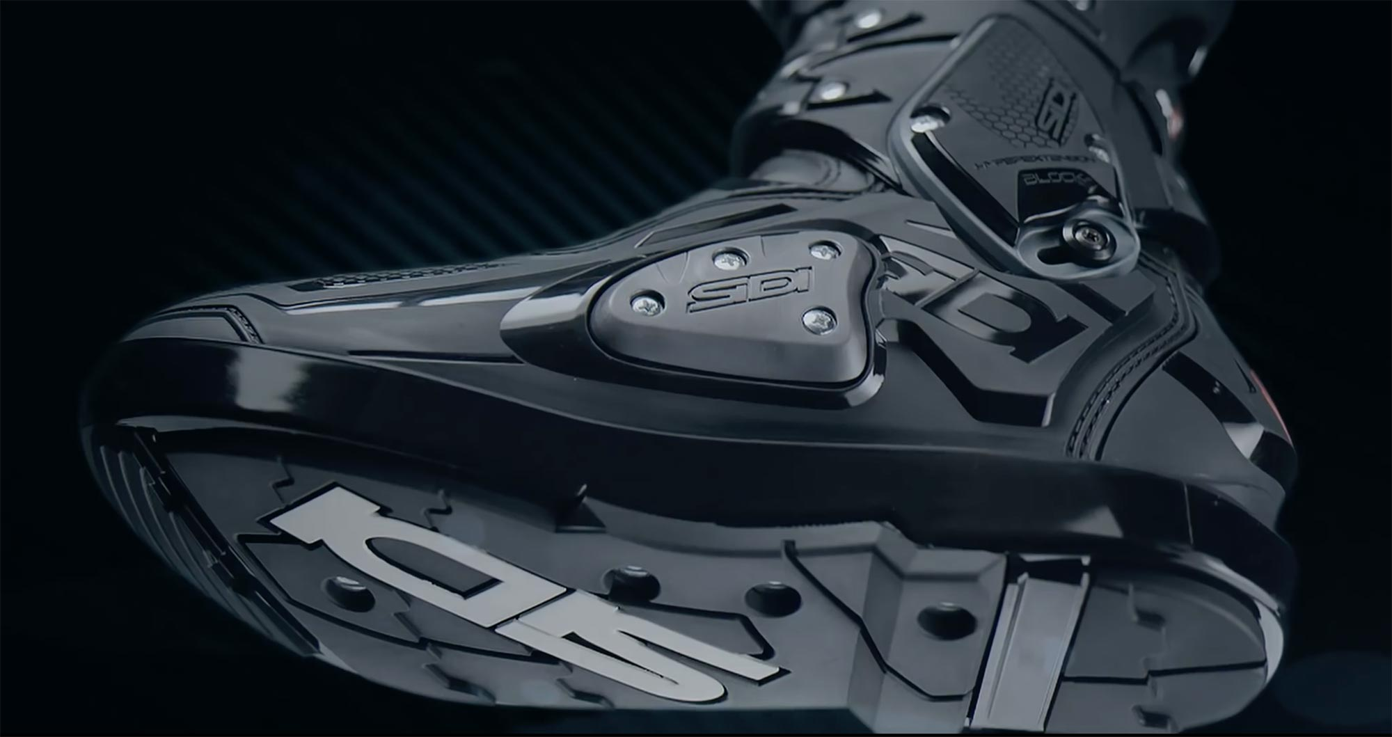sidi crossfire 3 srs boots set to debut. Black Bedroom Furniture Sets. Home Design Ideas