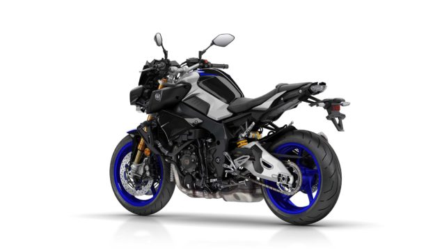 2017-yamaha-mt-10-sp-europe-studio-11