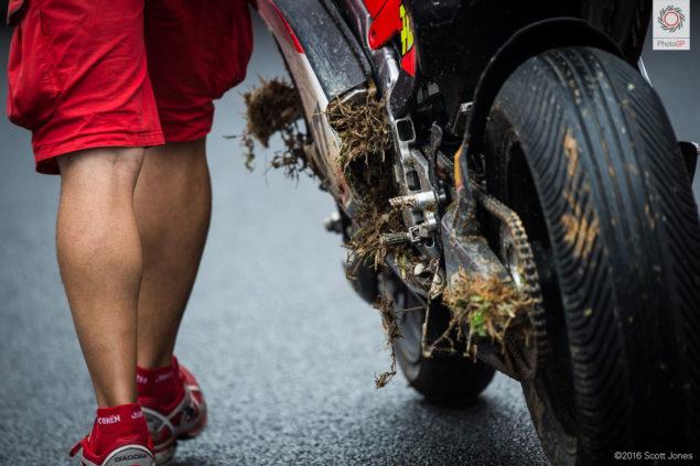 motogp-sepang-2016-scott-jones-iannone-crashed-ducati