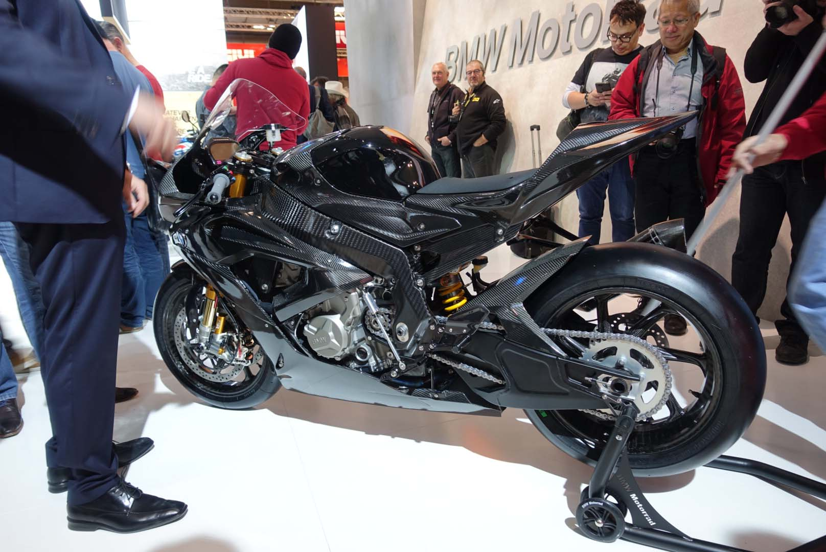 Bmw Hp4 Race Gets A Carbon Fiber Chassis For 2017