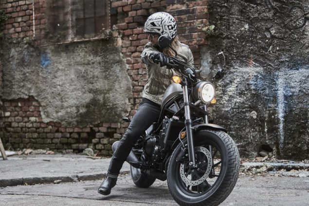 2017-honda-rebel-500-300-lifestyle-14