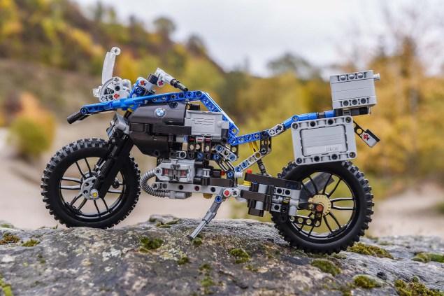 bmw-r1200gs-lego-technic-outdoor-01