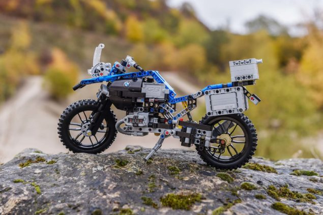 bmw-r1200gs-lego-technic-outdoor-02