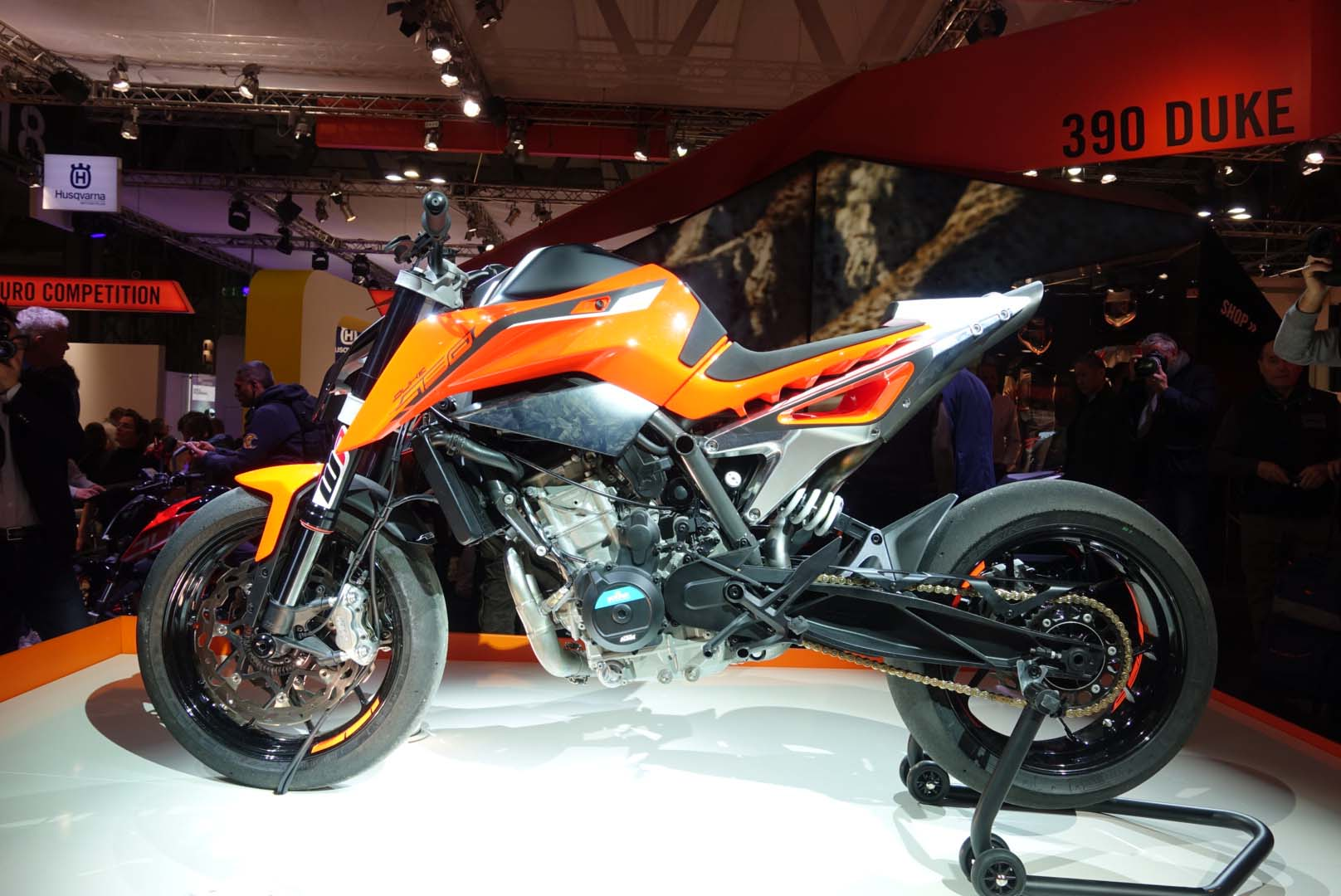 up close with the ktm 790 duke prototype. Black Bedroom Furniture Sets. Home Design Ideas