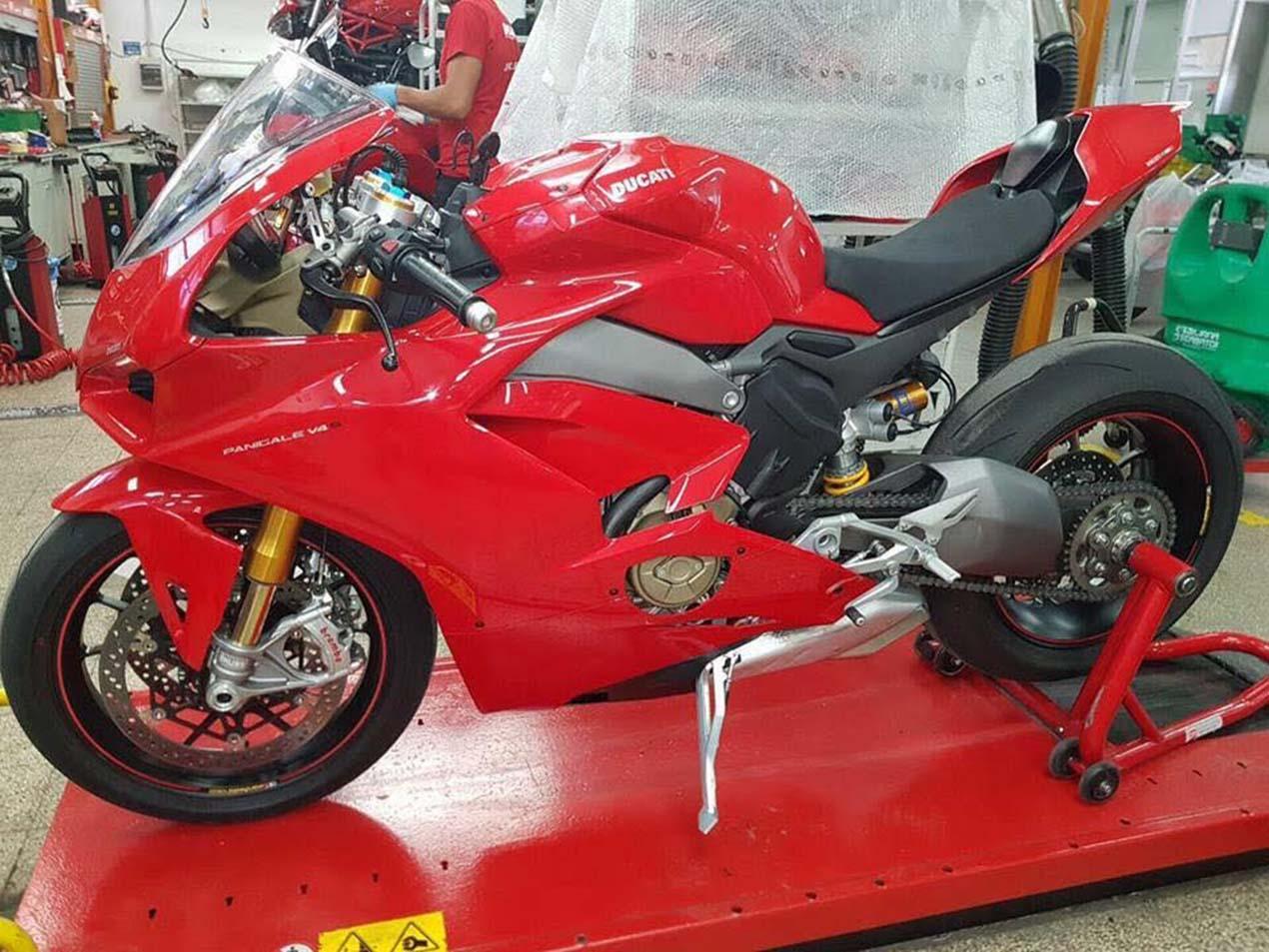 https://i1.wp.com/www.asphaltandrubber.com/wp-content/uploads/2017/09/Ducati-Panigale-V4-superbike-01.jpg