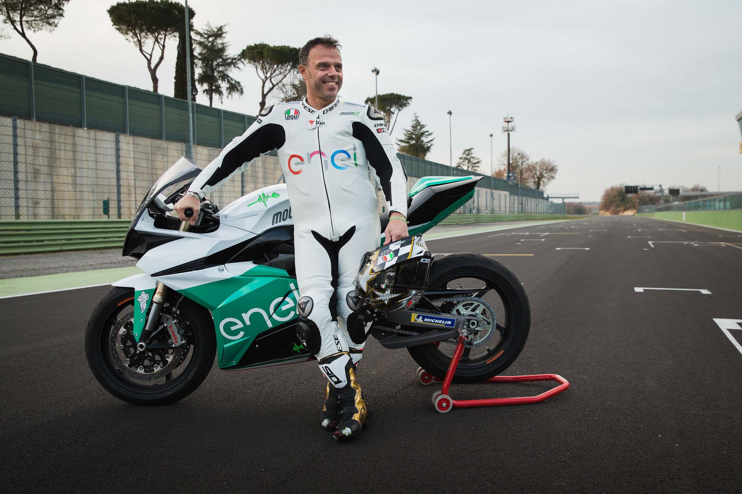 La sportive verte du futur - Page 16 FIM-Enel-MotoE-World-Cup-Energica-Ego-race-bike-03