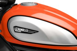 2019-Ducati-Scrambler-Icon--11