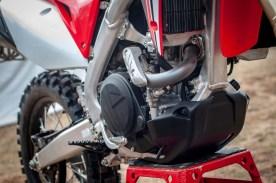 2019-Honda-CRF450L-asphaltandrubber-36