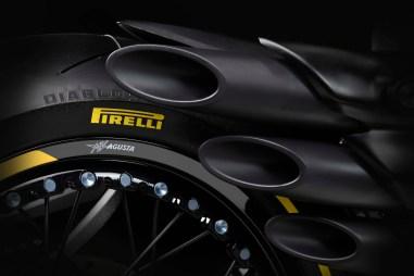 MV-Agusta-Dragster-800-RR-Pirelli-11
