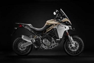 2019-Ducati-Multistrada-1260-Enduro-02