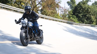 2019-Ducati-Scrambler-Cafe-Racer-18