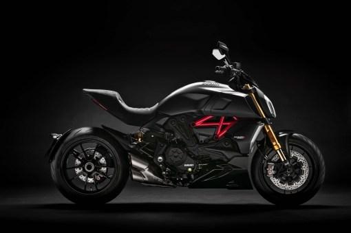 2019-Ducati-Diavel-1260-S-15