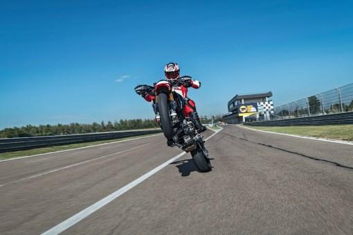 2019-Ducati-Hypermotard-950-SP-11