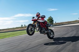 2019-Ducati-Hypermotard-950-SP-15