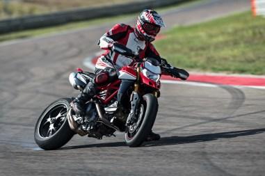 2019-Ducati-Hypermotard-950-SP-42