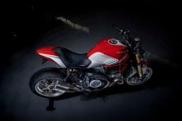 Ducati-Monster-1200-Tricolore-Motovation-09