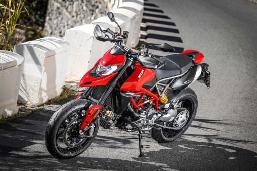 2019-Ducati-Hypermotard-950-press-launch-static-15