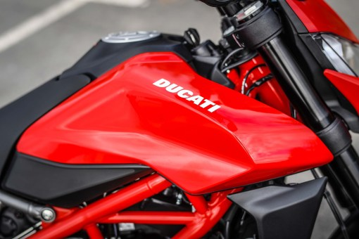 2019-Ducati-Hypermotard-950-press-launch-static-33