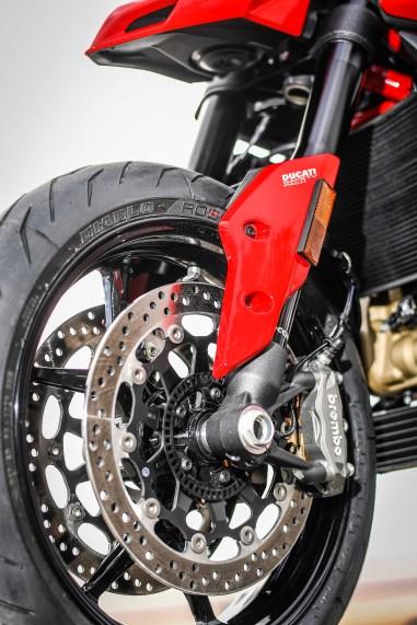 2019-Ducati-Hypermotard-950-press-launch-static-38