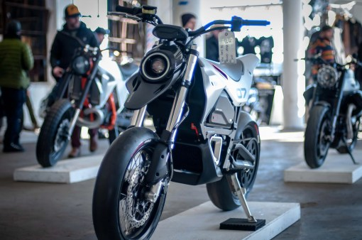 Huge-Design-Zero-FX-custom-One-Moto-Show-01