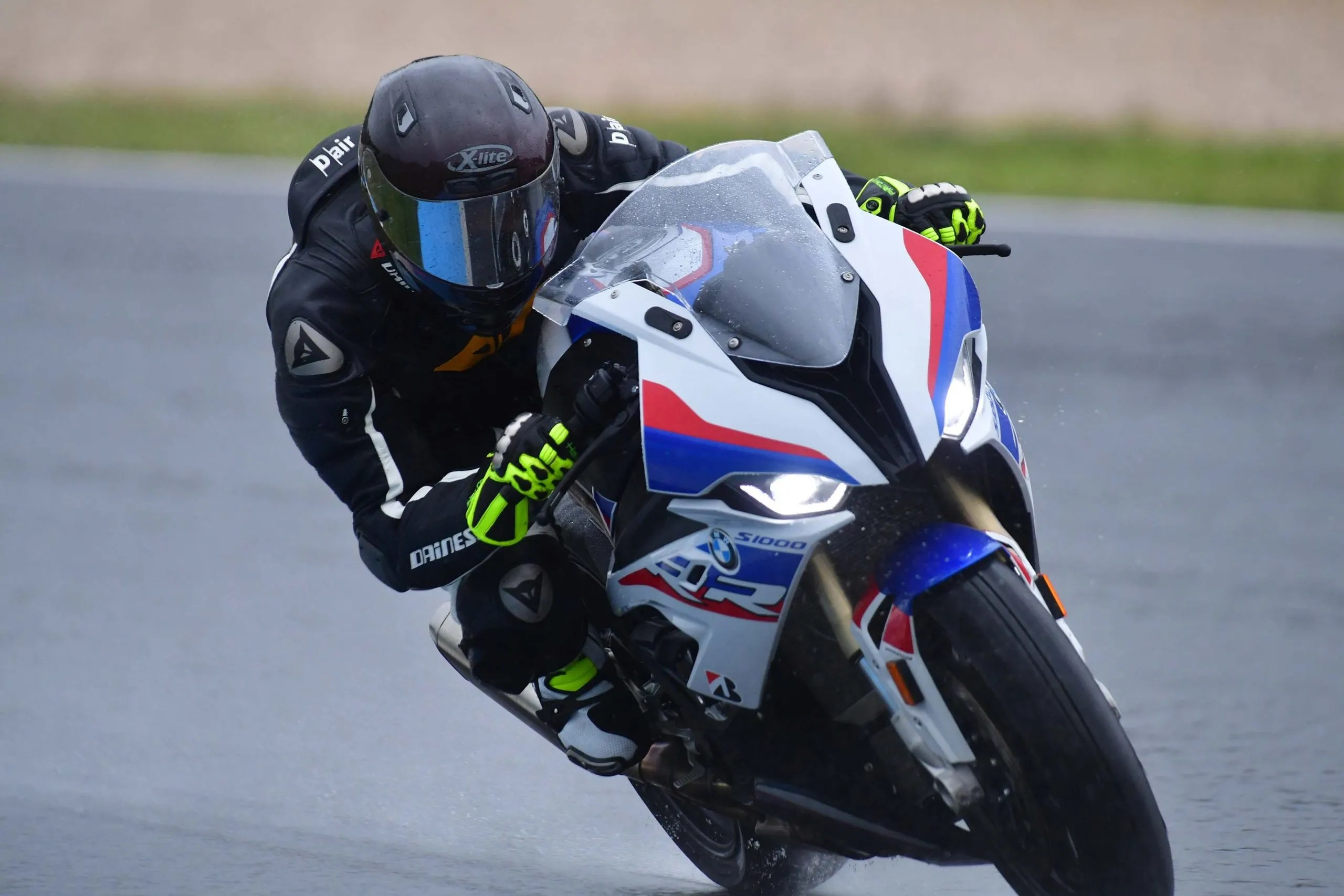 What It S Like To Ride The 2019 Bmw S1000rr A Wet Review Asphalt Rubber