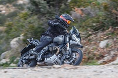 Moto-Guzzi-V85-TT-Sardinia-Jensen-Beeler-11
