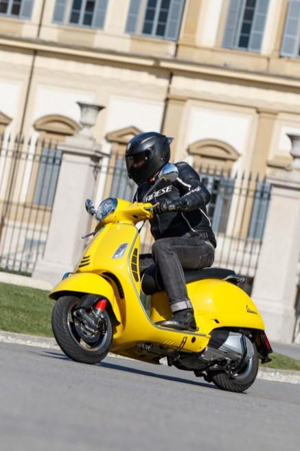 Vespa-GTS-300-Milan-Milagro-15