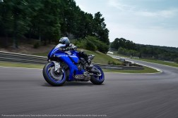 2020-Yamaha-YZF-R1-38