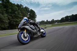 2020-Yamaha-YZF-R1M-23