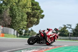 2020-Ducati-Panigale-V2-03