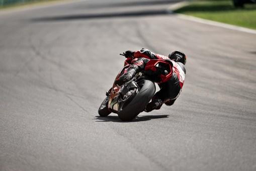 2020-Ducati-Panigale-V2-09