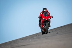 2020-Ducati-Panigale-V2-24